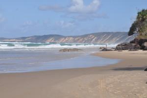Rainbow Beach: Strand und farbige Sanddünen