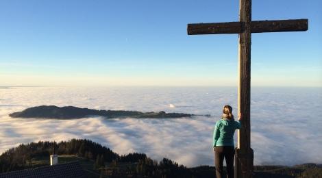 Hochries: Herbstwanderung über den Wolken