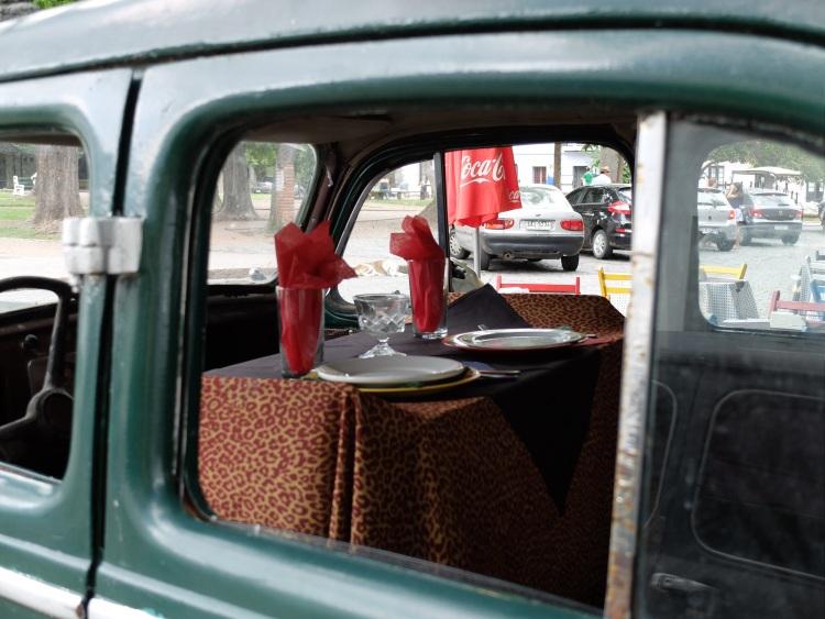 Restaurant Deko im Auto