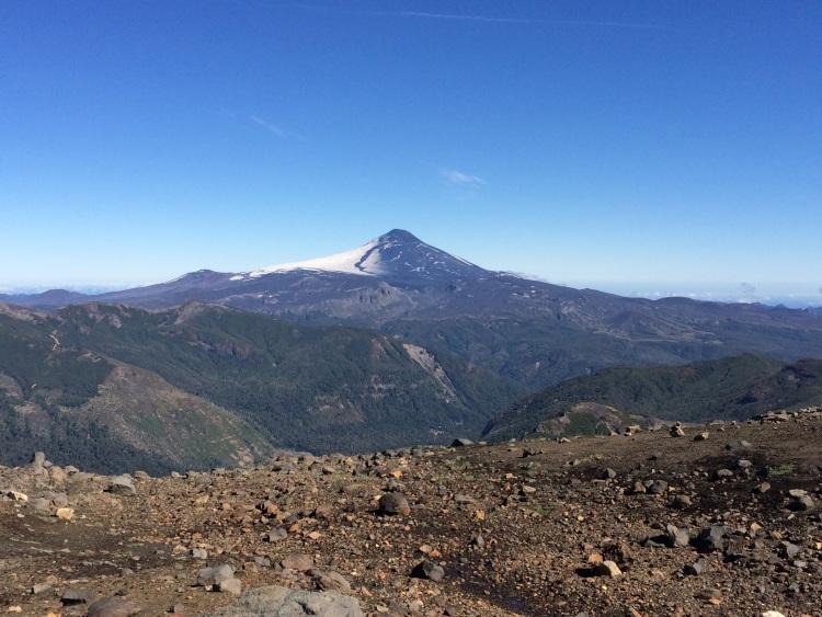 Aufstieg mit Vulkan Villarica im Hintergrund