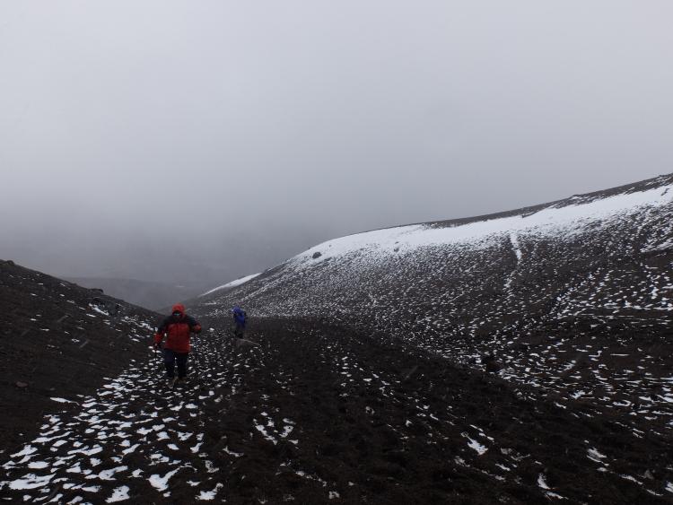 Cotopaxi: Aufstieg im Schneesturm